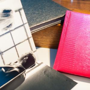 Storybook, Weddingalbum, Hochzeitsfotobuch: Macht mehr aus euren Bildern und holt die Aufnahmen eures Hochzeitsfotos raus aus der digitalen Welt. thorsten-und-anna.de arbeitet sehr gerne mit silverbook aus Hamburg zusammen.